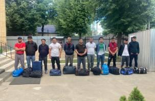 Смоленские пограничники вернули в Беларусь нелегальных мигрантов