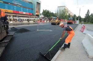 В Смоленске произвели укладку асфальта на проспекте Строителей. Фоторепортаж Smolnarod
