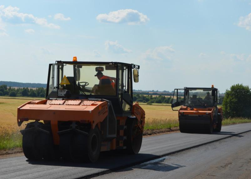 В Холм-Жирковском районе по нацпроекту ремонтируют дороги