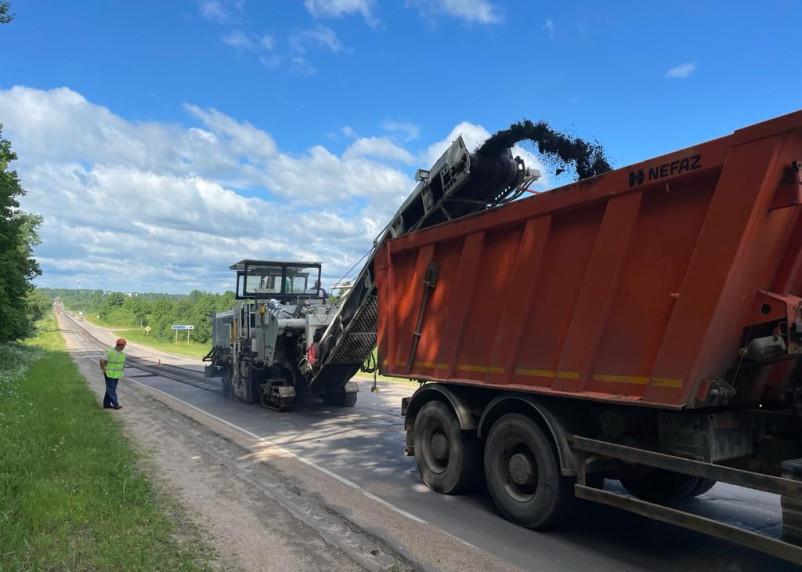 В Смоленскавтодоре рассказали, как идет ремонт региональных дорог по нацпроекту