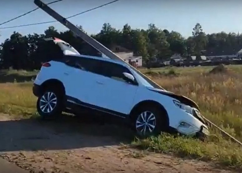 В Смоленском районе иномарка протаранила столб