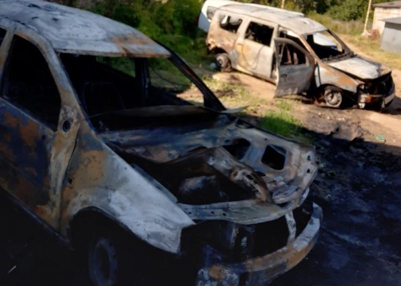 В Рославле сгорели два Ларгуса