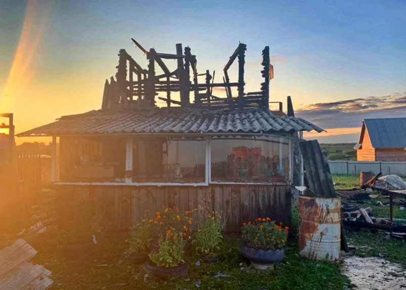 Хозяева частного подворья в Смоленской области остались без крыши над головой