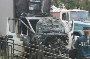 В Смоленске на улице полыхал грузовик