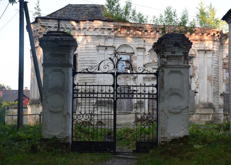 Смоляне приняли участие в восстановлении усадебного парка Тенишевых.