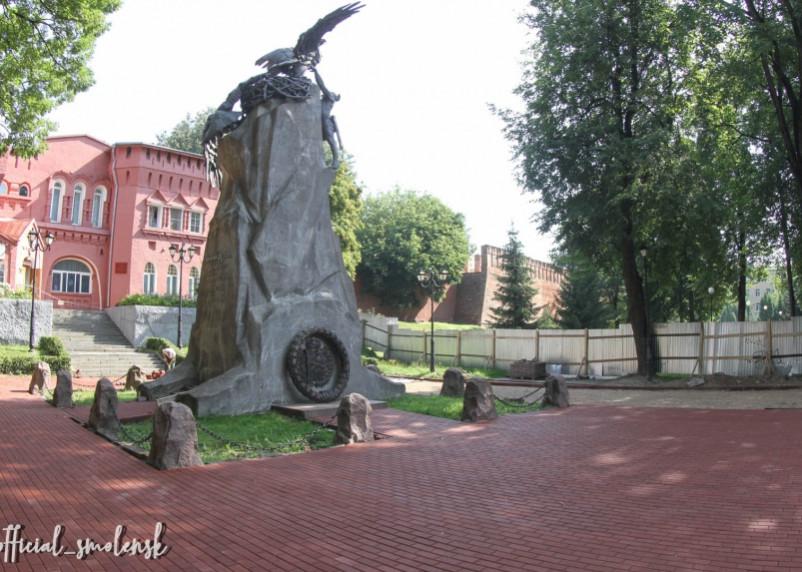 Сквер Памяти Героев в Смоленске обзавелся новой брусчаткой