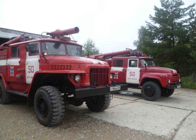 В райцентре Смоленской области огонь уничтожил автомобиль