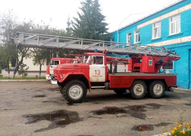 Утром в Рославле загорелся гараж