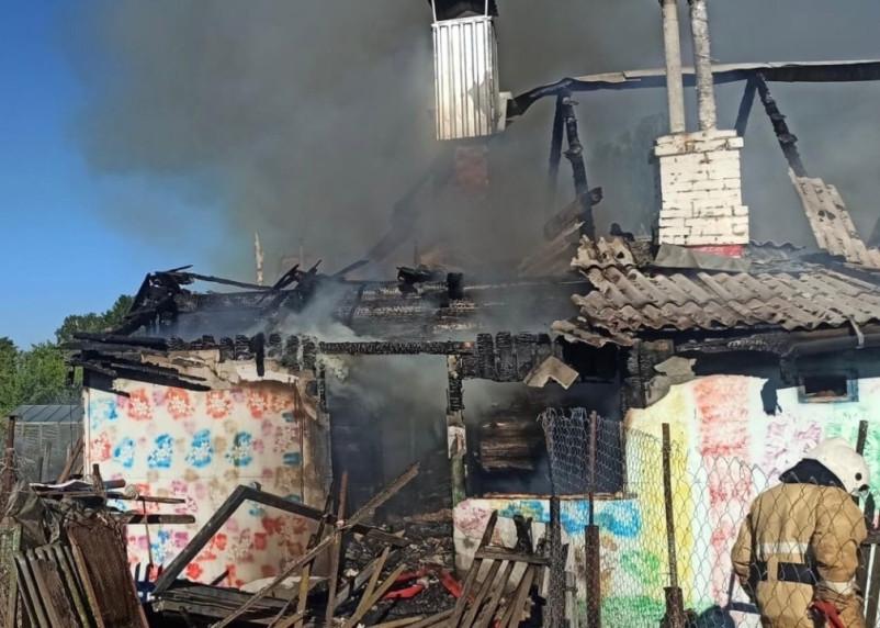 Шесть человек погибли при пожаре в райцентре Смоленской области