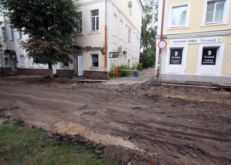«Движение запрещено». На улице Маяковского планируют сделать велодорожку и парковку