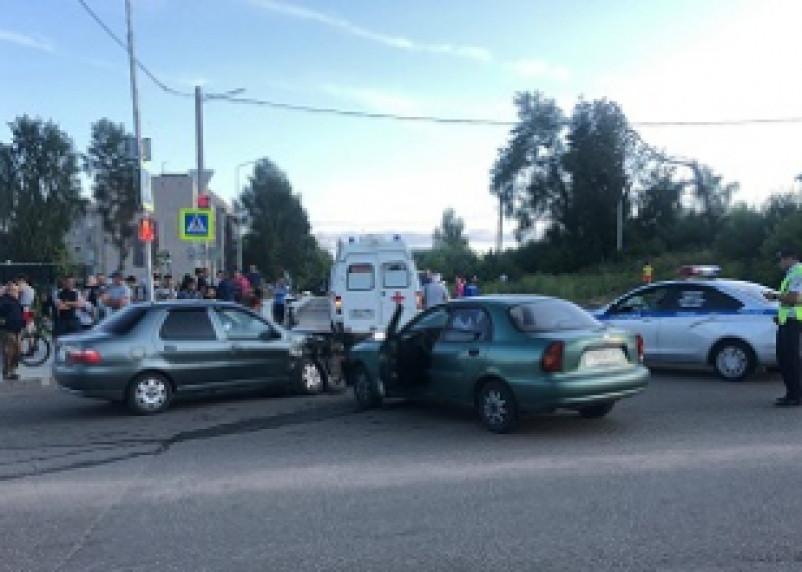 В Вязьме в ДТП с двумя иномарками пострадали оба водителя