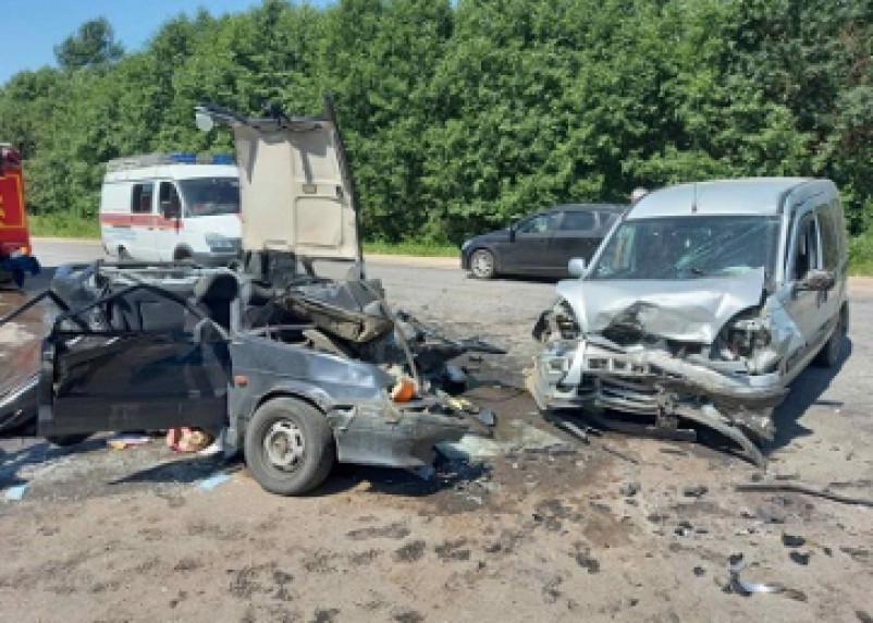 В Кардымовском районе в жёстком ДТП пострадал водитель ВАЗа