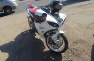 В Смоленске мотоциклист врезался в ВАЗ и попал в больницу