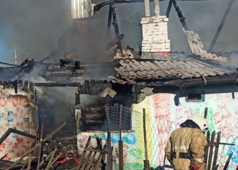 По факту гибели пяти детей и одного взрослого при пожаре в Смоленской области возбудили уголовное дело