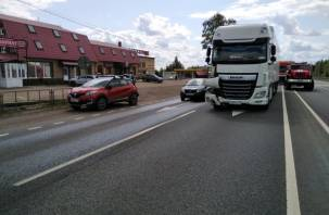 В Вяземском районе произошло жёсткое ДТП с фурами