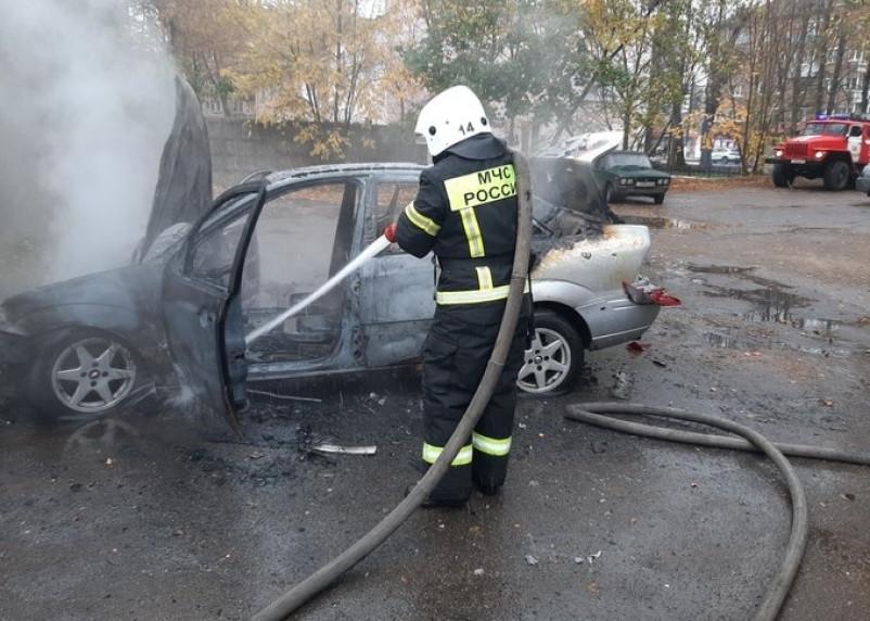 Уничтожен полностью. В Смоленском районе сгорел автомобиль