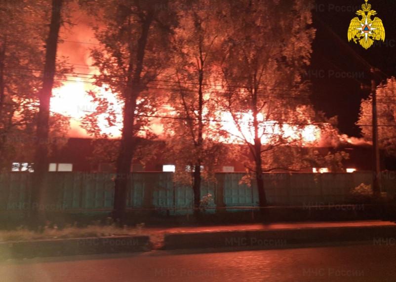 Ночной пожар в Вязьме: сгорел крупнейший хлебозавод района