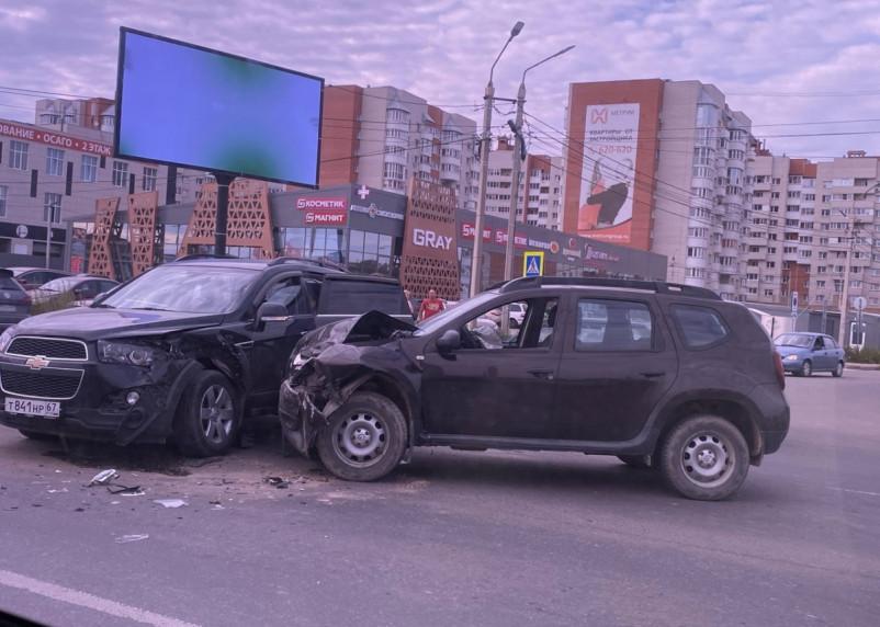 На Краснинском шоссе в Смоленске жестко схлестнулись две легковушки