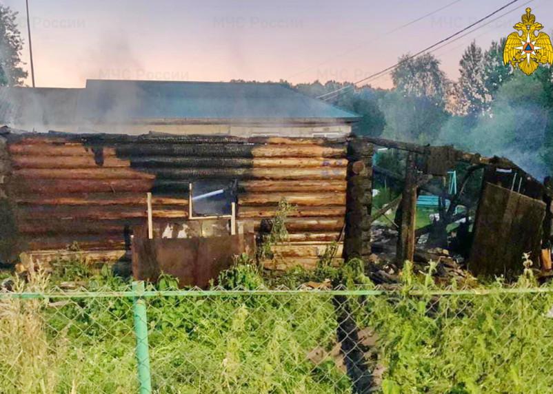 В Смоленской области пожарные дважды выезжали на тушение хозпостроек 5 июля