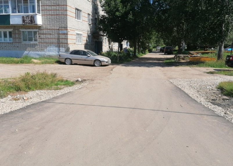 В Вязьме отремонтировали подъездную дорогу к многоквартирному жилому дому