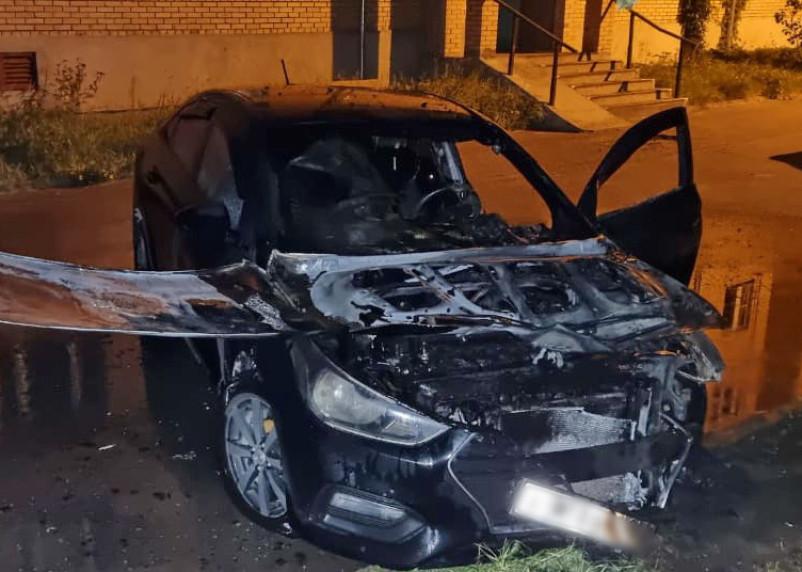 В Смоленской области пожарные после полуночи дважды тушили иномарки