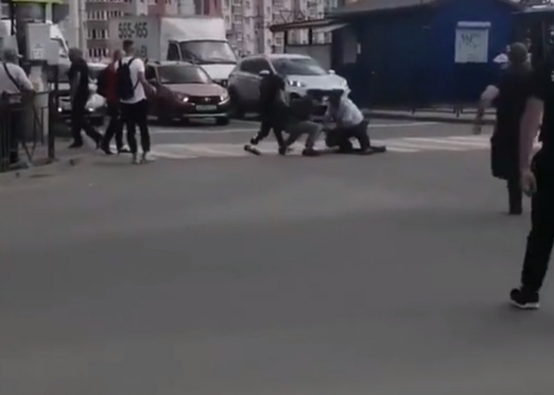 Шоу на Киселевке: смоленские полицейские гонялись за буйным пешеходом