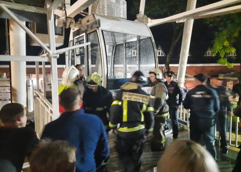 Фото и видео спасения людей с Колеса обозрения в Смоленске
