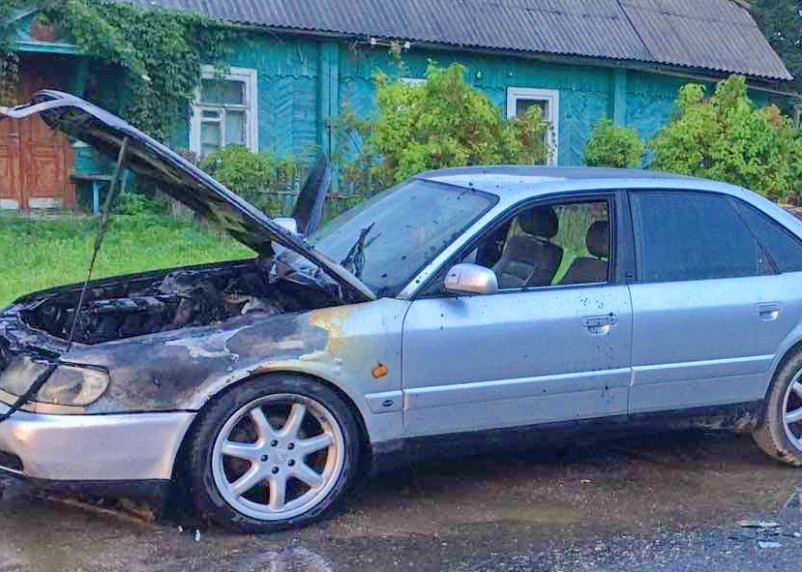 В Рославле на ходу загорелась иномарка