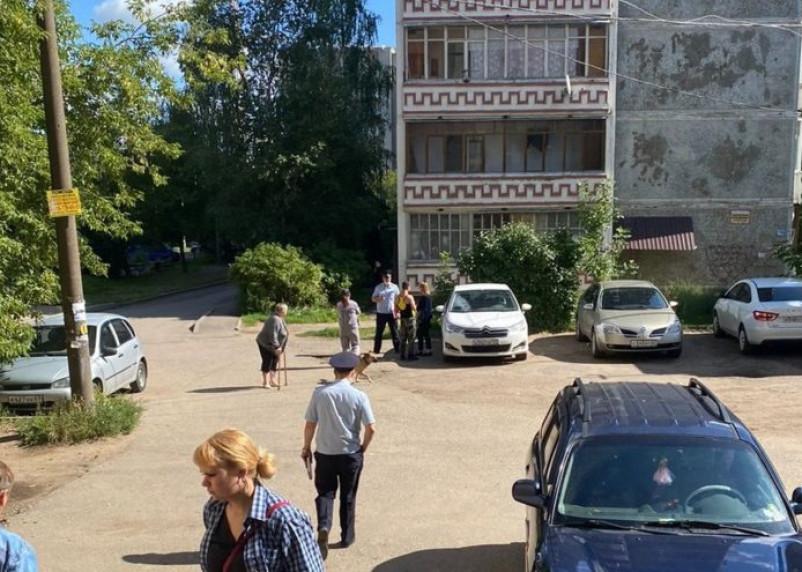 Руководитель департамента по соцзащите выехала к инвалидам запертым без еды в квартире в Смоленске