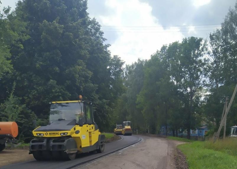 В Смоленской области продолжается ремонт дороги в Демидов
