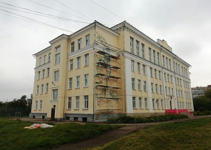Кого изобразят на фасаде смоленской школы?