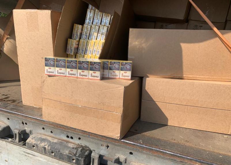 Полмиллиона пачек контрафактных сигарет нашли Смоленские пограничники в большегрузе