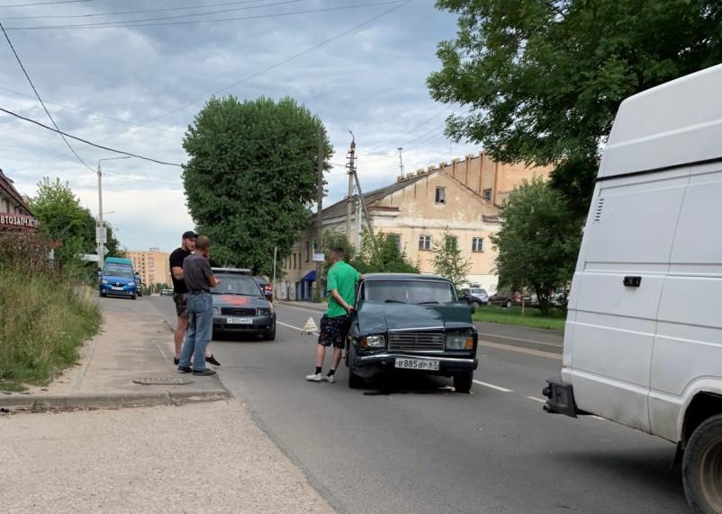 В Смоленске ВАЗ столкнулся с Ивеко