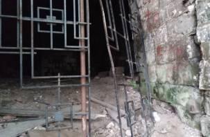 На башне Смоленской крепости сломали ворота