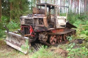 В демидовском лесу загорелся трактор