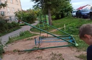 Смоленские следователи возбудили уголовное дело после падения детей с качелей в Гагарине