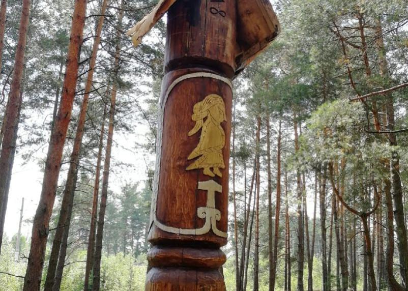 Золотая валькирия в Гнёздове. На территории археологического комплекса насыпали курган в память об археологе