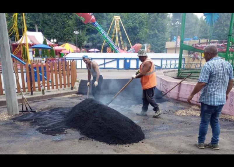В  Лопатинском саду Смоленска провели «ямочный ремонт»