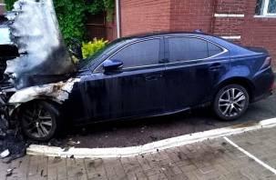 В Смоленске горели две иномарки на улице Твардовского