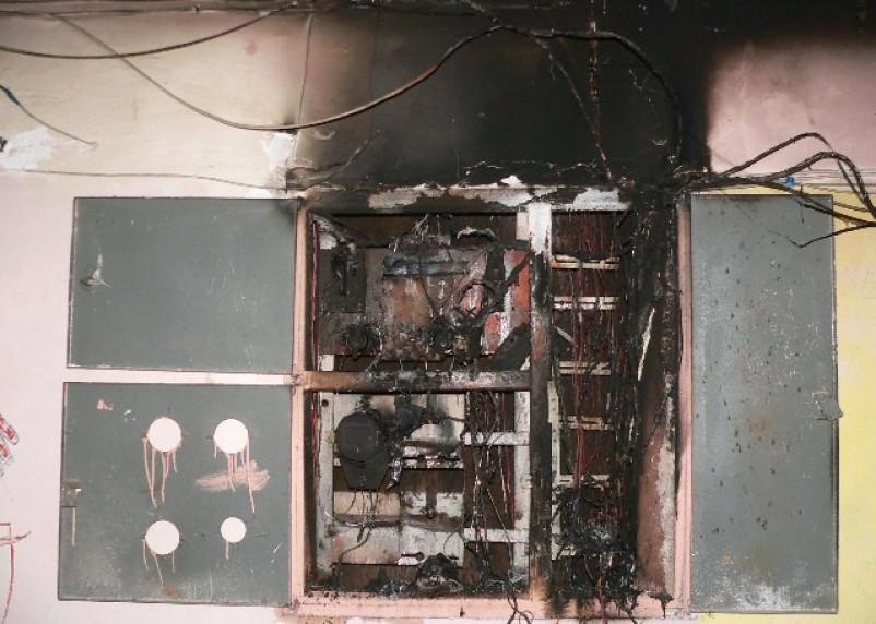 В Десногорске в подъезде многоэтажки сгорел электрощит