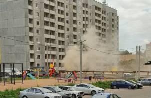В Смоленске бьет газовый гейзер на Королевке