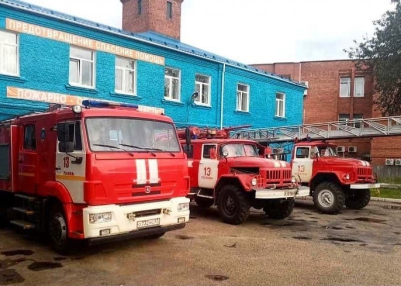 В Рославльском районе пожарные отстояли жилой дом у огня