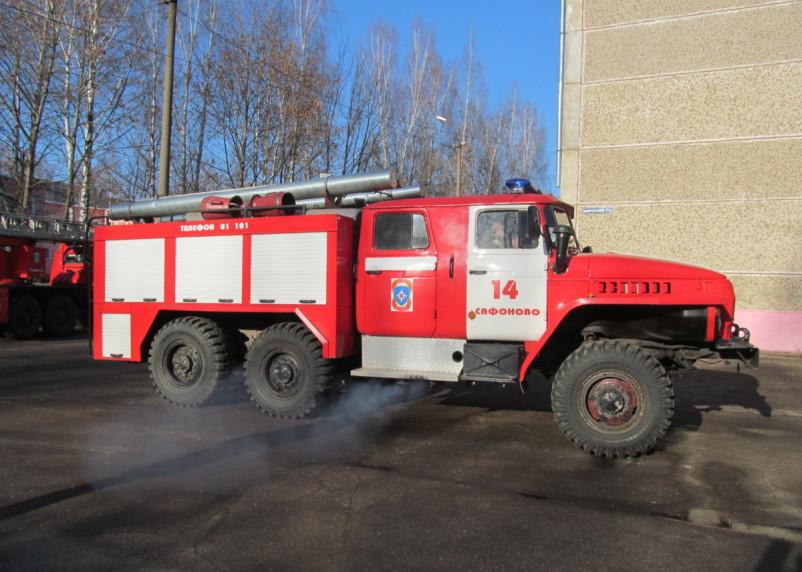 В Сафонове пожарные тушили «Джип Чероки»
