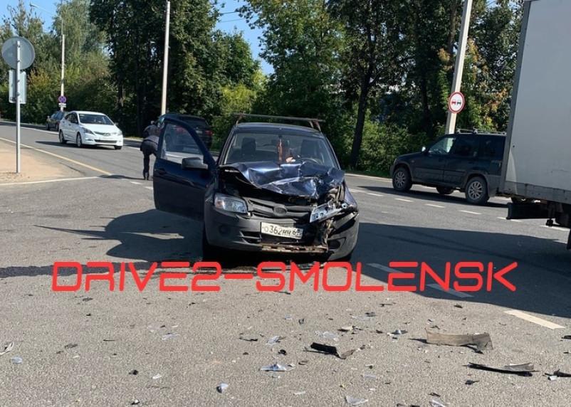 В Смоленске произошло жёсткое ДТП на Кутузова
