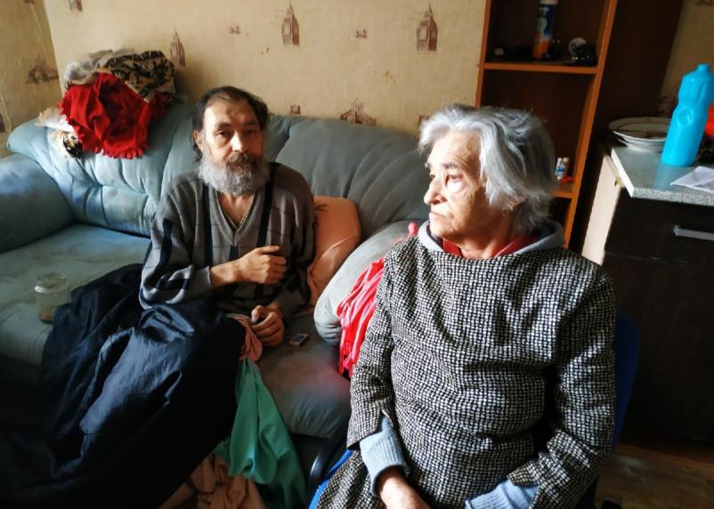 Эксклюзивное видео. К запертым без еды инвалидам нагрянули все службы Смоленской области