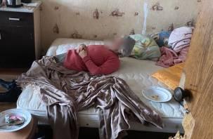 Мать и сын умирают от голода в закрытой квартире в Смоленске