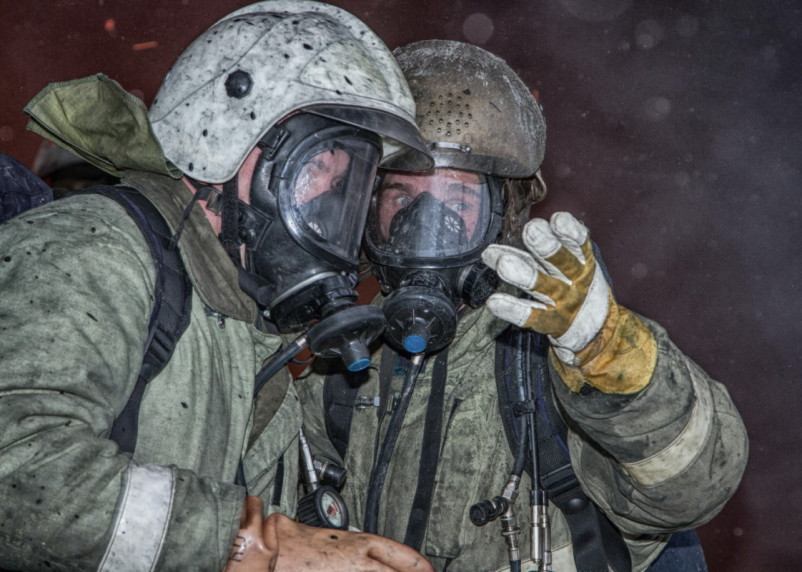 В Смоленске пожар в квартире тушили 14 человек