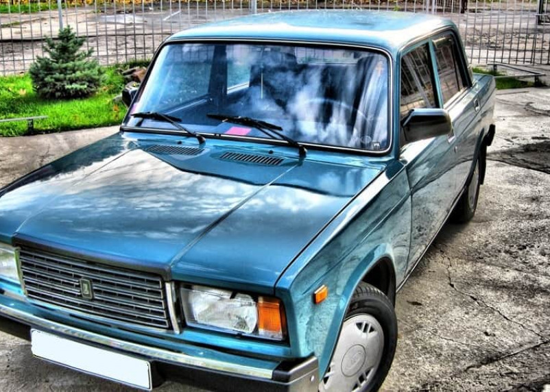 В сельском поселении Смоленской области средства бюджета потратили на заправку машины, не выезжавшей из гаража