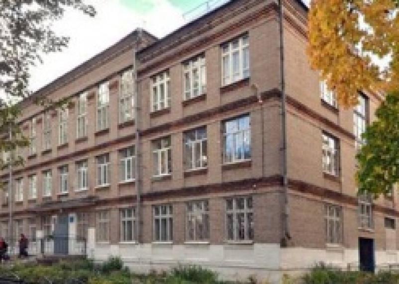 В Смоленске извращенец без штанов гоняется за школьницами