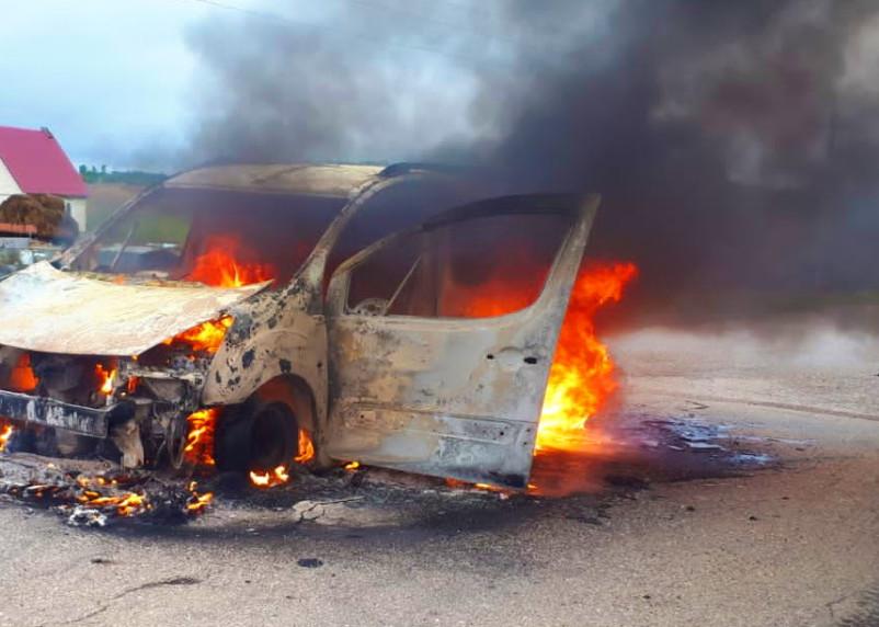 Peugeot Partner загорелся в Вяземском районе